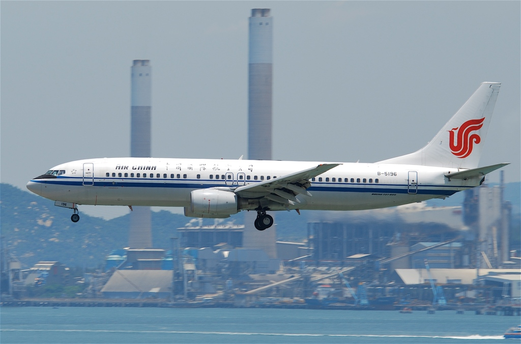 Air_China_Boeing_737-800;_B-5196@HKG;04.08.2011_615hd_(6207295821)