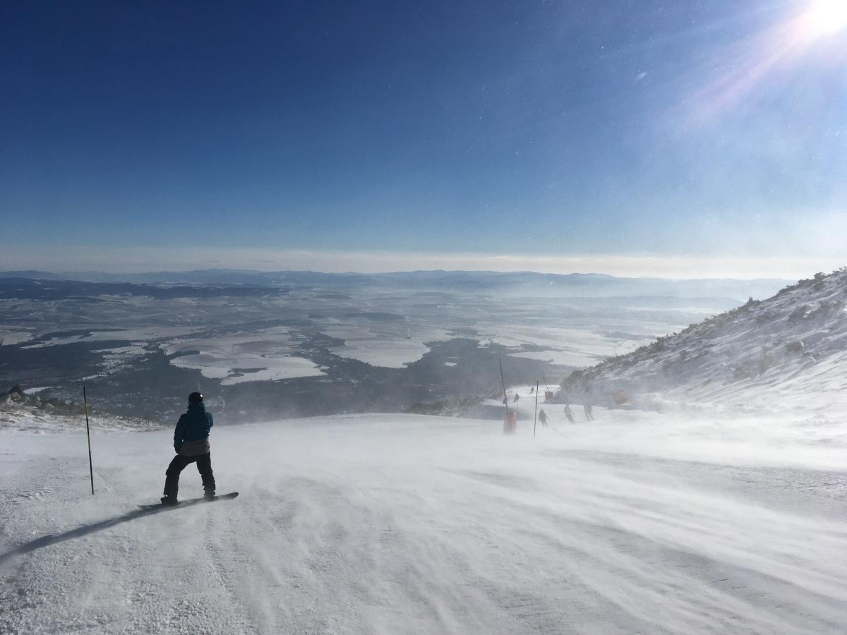 Jedzenie, snowboard i narty czyli o stokach i strawie w słowackich Tatrach.